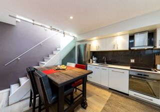 "Photo 2: 46 870 W 7TH Avenue in Vancouver: Fairview VW Townhouse for sale in ""Laurel Court"" (Vancouver West)  : MLS®# R2537900"