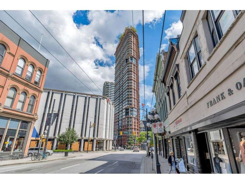 FEATURED LISTING: 1704 - 128 CORDOVA Street West Vancouver