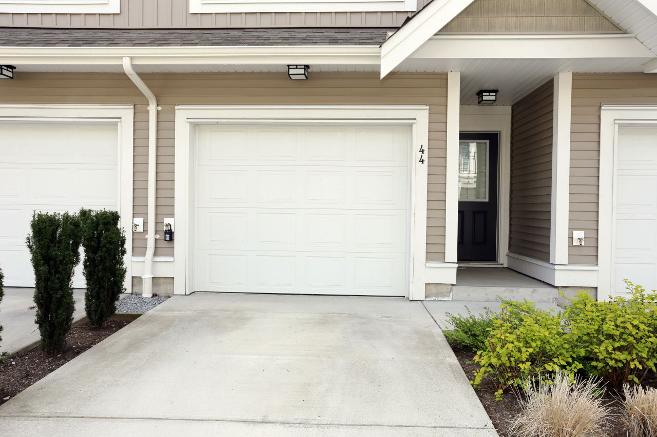 """Photo 4: Photos: 44 7059 210 Street in Langley: Willoughby Heights Townhouse for sale in """"Alder"""" : MLS®# R2263241"""