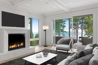 """Photo 3: 14230 WHEATLEY Avenue: White Rock House for sale in """"West Side White Rock Beaches"""" (South Surrey White Rock)  : MLS®# R2607869"""