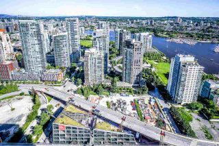 "Photo 9: 5203 1480 HOWE Street in Vancouver: Yaletown Condo for sale in ""VANCOUVER HOUSE"" (Vancouver West)  : MLS®# R2528347"