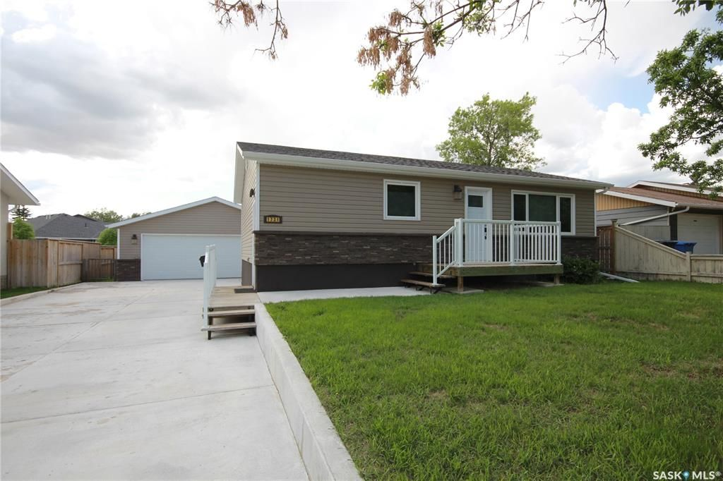 Main Photo: 1731 St. Laurent Drive in North Battleford: College Heights Residential for sale : MLS®# SK859184