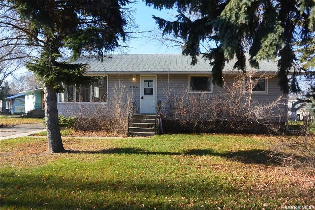 Main Photo: 202 3rd Street West in Carnduff: Residential for sale : MLS®# SK752304