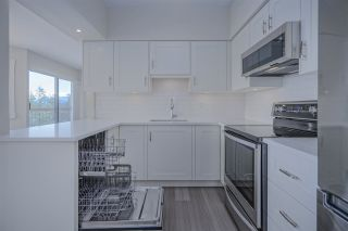 """Photo 7: 921 31955 OLD YALE Road in Abbotsford: Abbotsford West Condo for sale in """"Evergreen Village"""" : MLS®# R2449088"""