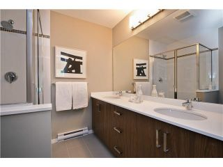 Photo 5: 113 5858 142 ST in Surrey: Sullivan Station Townhouse for sale : MLS®# N/A