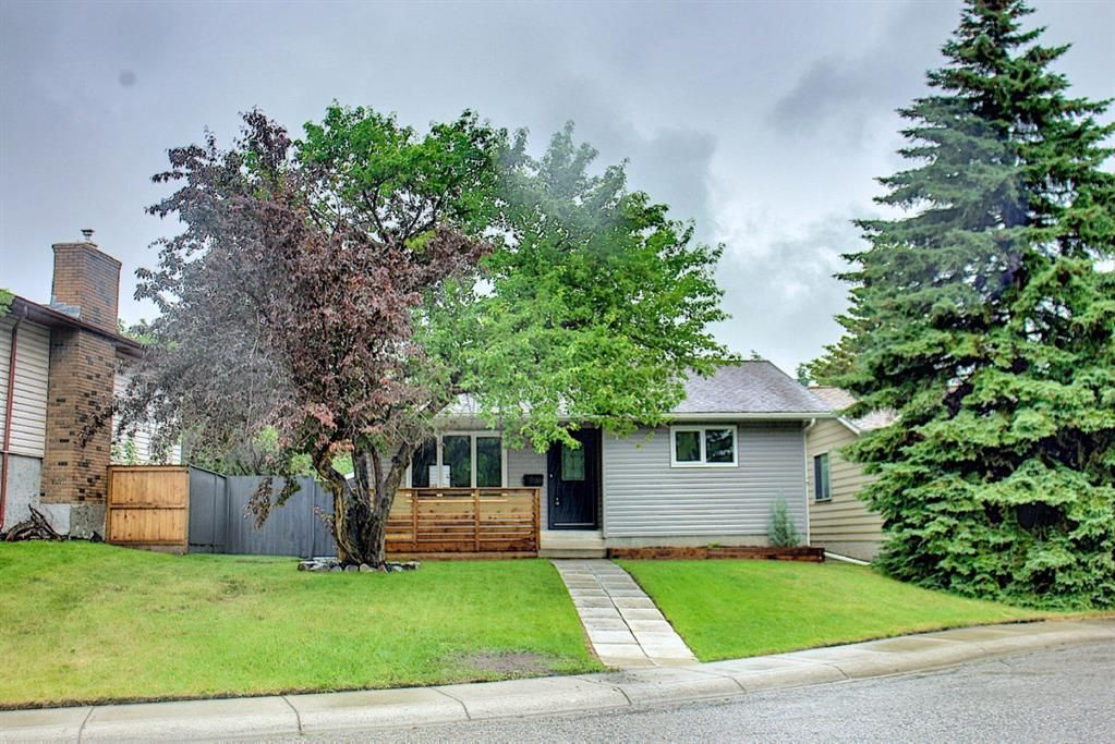 Main Photo: 428 Queensland Place SE in Calgary: Queensland Detached for sale : MLS®# A1123747