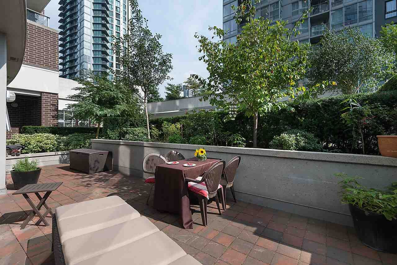 Photo 10: Photos: 101 550 PACIFIC STREET in Vancouver: Yaletown Condo for sale (Vancouver West)  : MLS®# R2135821