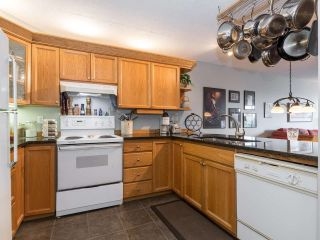 """Photo 12: 406 74 RICHMOND Street in New Westminster: Fraserview NW Condo for sale in """"Governors Court"""" : MLS®# R2407457"""