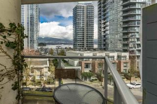 """Photo 4: 401 1228 W HASTINGS Street in Vancouver: Coal Harbour Condo for sale in """"PALLADIO"""" (Vancouver West)  : MLS®# R2258728"""