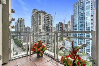 "Photo 3: 1803 1238 RICHARDS Street in Vancouver: Yaletown Condo for sale in ""Metropolis"" (Vancouver West)  : MLS®# R2504847"