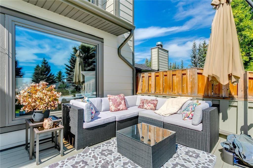 Photo 3: Photos: 17 185 WOODRIDGE Drive SW in Calgary: Woodlands Row/Townhouse for sale : MLS®# C4295020