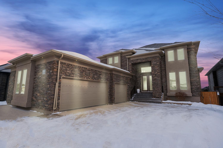 Main Photo: 102 Eastoak Drive in Winnipeg: Residential for sale (2J)