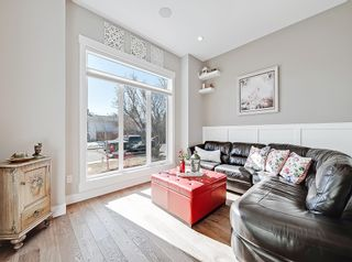 Photo 3: 646 24 Avenue NW in Calgary: Mount Pleasant Semi Detached for sale : MLS®# A1082393