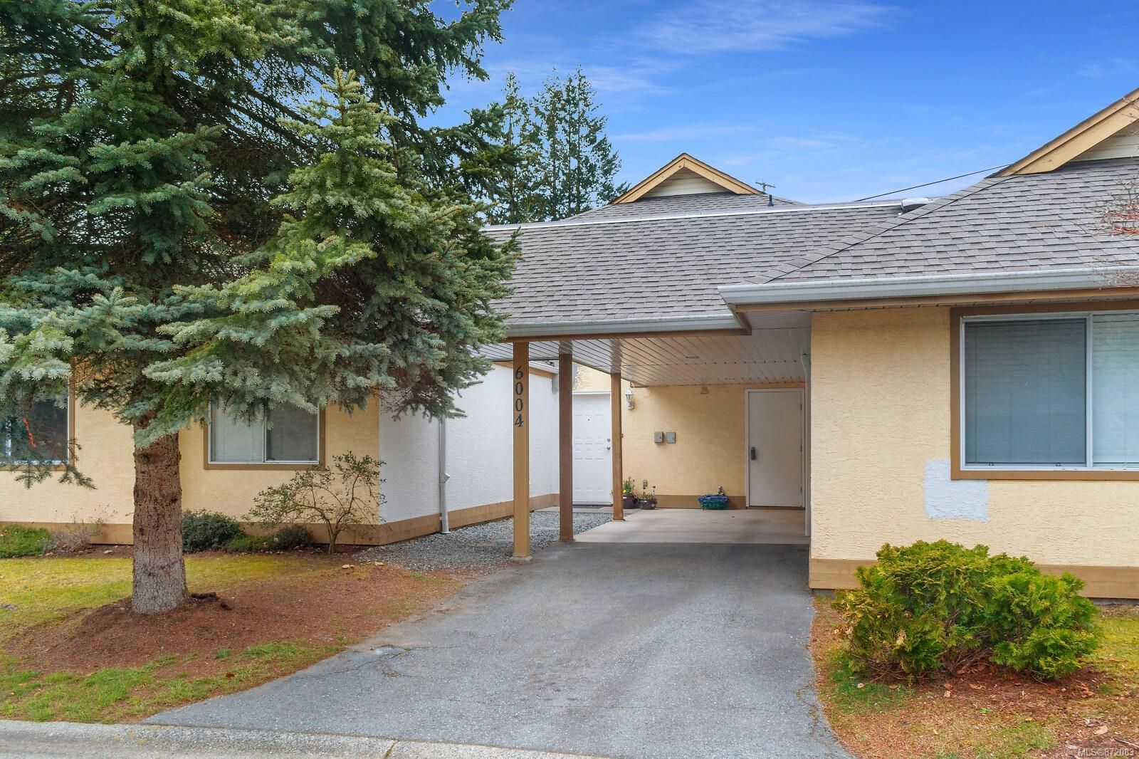 Main Photo: 6004 Jakes Pl in : Na Pleasant Valley Row/Townhouse for sale (Nanaimo)  : MLS®# 872083
