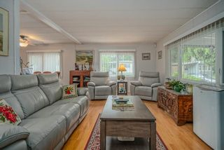 """Photo 3: 1 6280 KING GEORGE Boulevard in Surrey: Sullivan Station Manufactured Home for sale in """"White Oak Park"""" : MLS®# R2608033"""