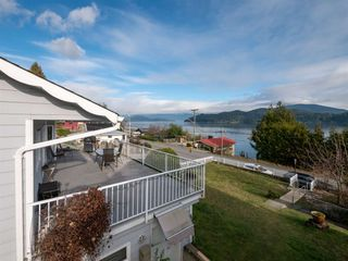 "Photo 1: 535 MARINE Drive in Gibsons: Gibsons & Area House for sale in ""LOWER GIBSONS"" (Sunshine Coast)  : MLS®# R2464583"