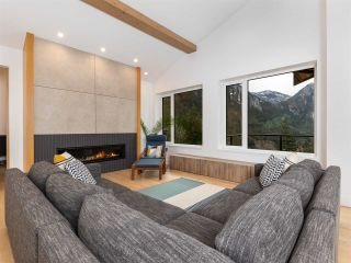 """Photo 9: 38580 HIGH CREEK Drive in Squamish: Plateau House for sale in """"Crumpit Woods"""" : MLS®# R2547060"""