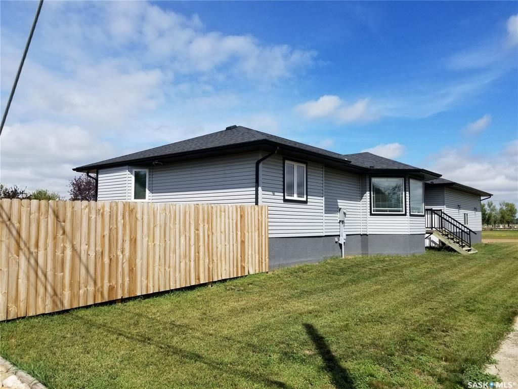 Main Photo: 702 Railway Avenue in Bienfait: Residential for sale : MLS®# SK842218