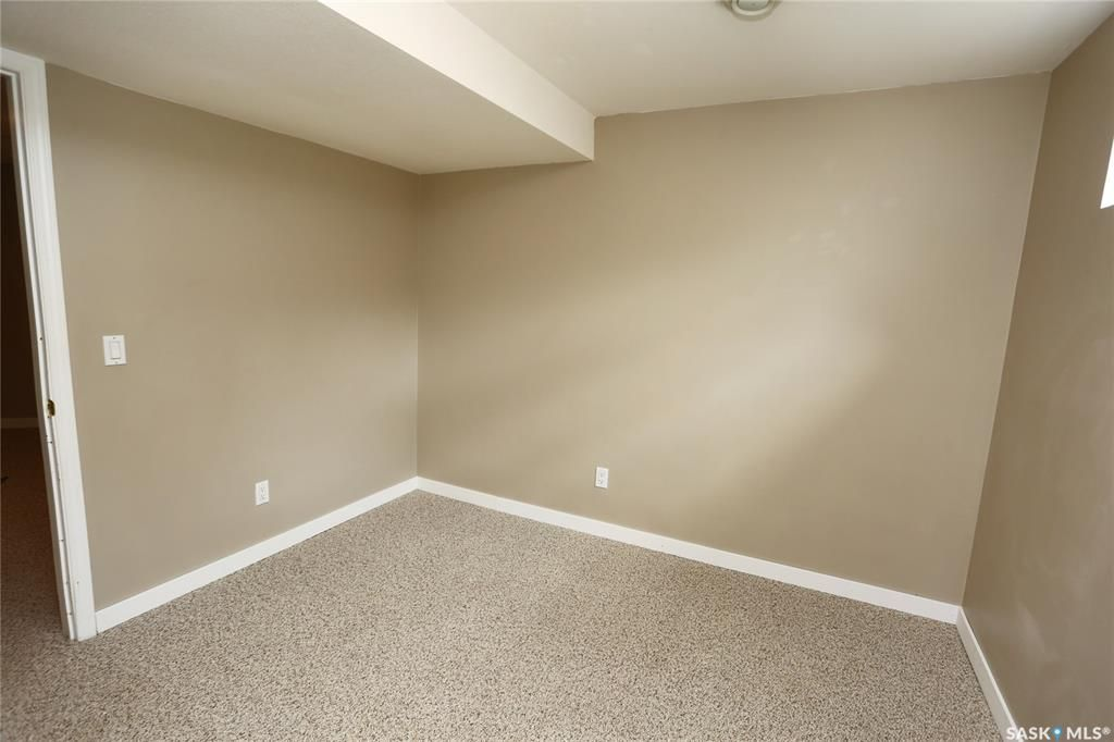 Photo 38: Photos: 131B 113th Street West in Saskatoon: Sutherland Residential for sale : MLS®# SK778904