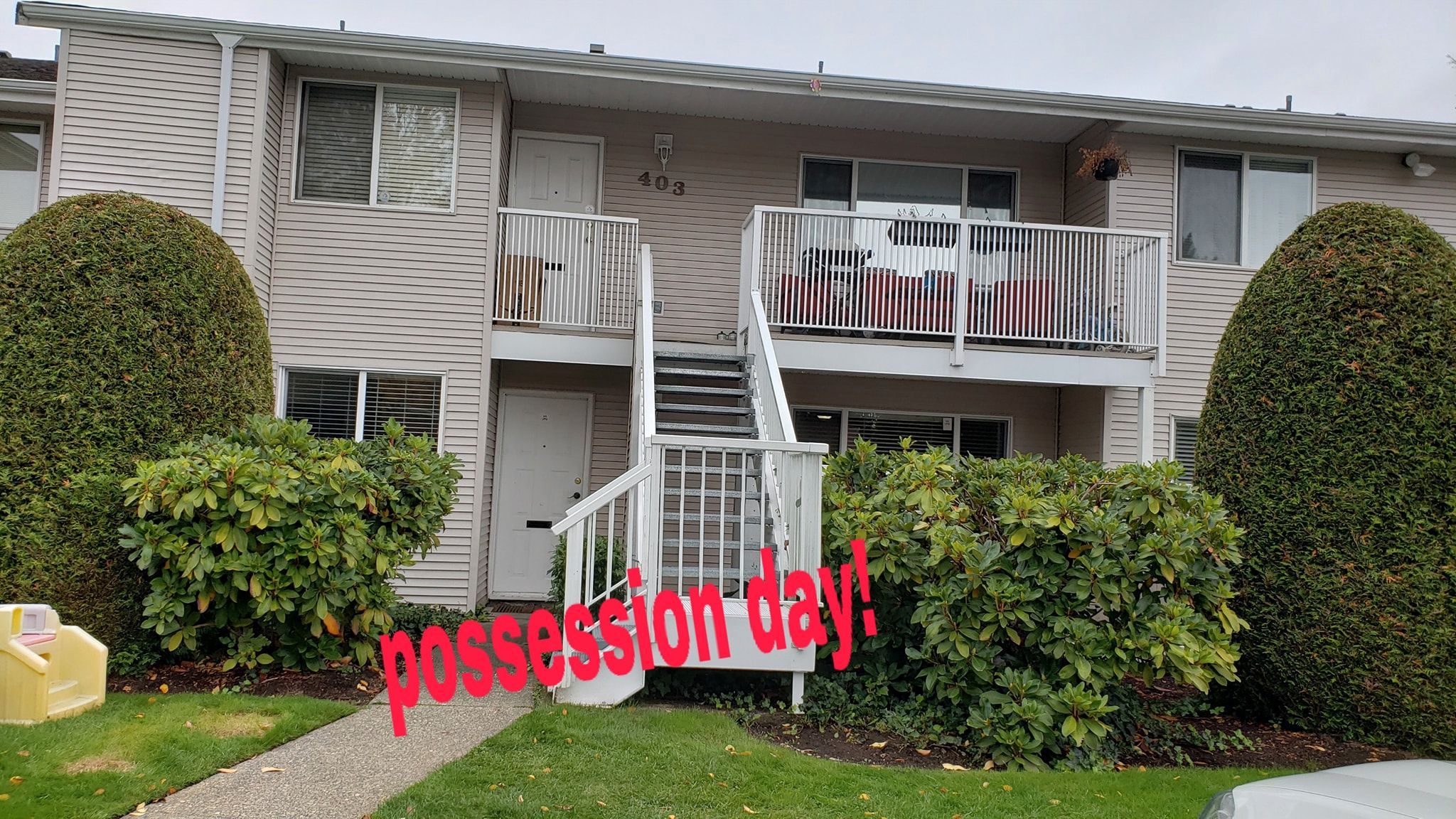 Main Photo: 404 13963 72 in Surrey: Townhouse for sale : MLS®# r2371185