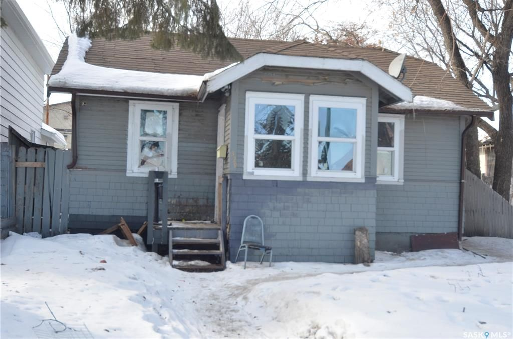 Main Photo: 329 P Avenue South in Saskatoon: Pleasant Hill Residential for sale : MLS®# SK843051