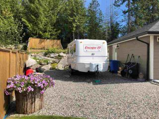 """Photo 5: 5557 PEREGRINE Crescent in Sechelt: Sechelt District House for sale in """"SilverStone Heights"""" (Sunshine Coast)  : MLS®# R2492023"""