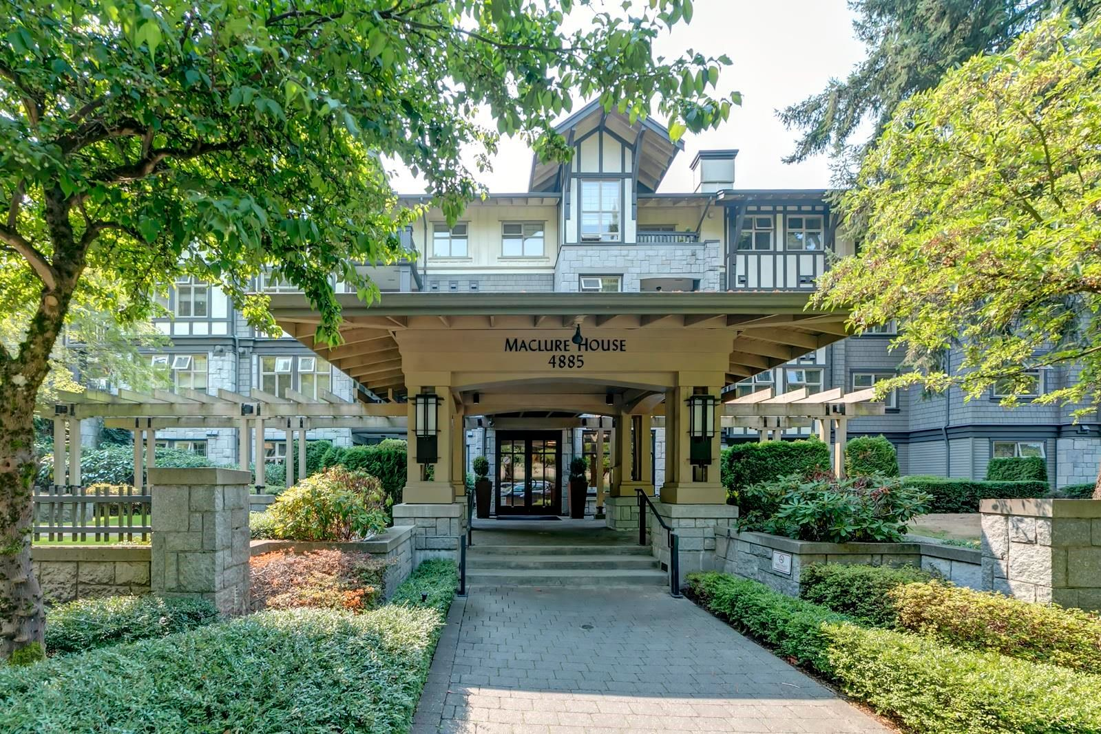 """Main Photo: 211 4885 VALLEY Drive in Vancouver: Quilchena Condo for sale in """"MACLURE HOUSE"""" (Vancouver West)  : MLS®# R2618425"""