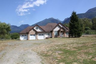 Photo 1: 25330 TRANS CANADA Highway in Yale: Yale - Dogwood Valley House for sale (Hope)  : MLS®# R2487134