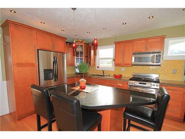 Photo 4: Photos: 645 SKEENA Street in Vancouver: Renfrew VE House for sale (Vancouver East)  : MLS®# V1101434