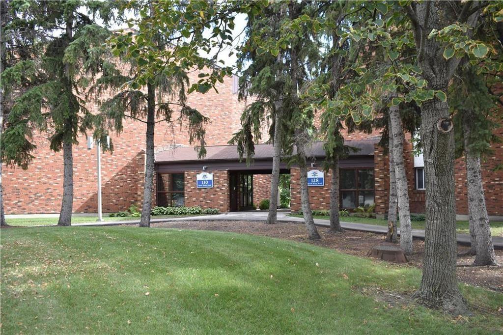 Main Photo: 213 128 Quail Ridge Road in Winnipeg: Crestview Condominium for sale (5H)  : MLS®# 202121339
