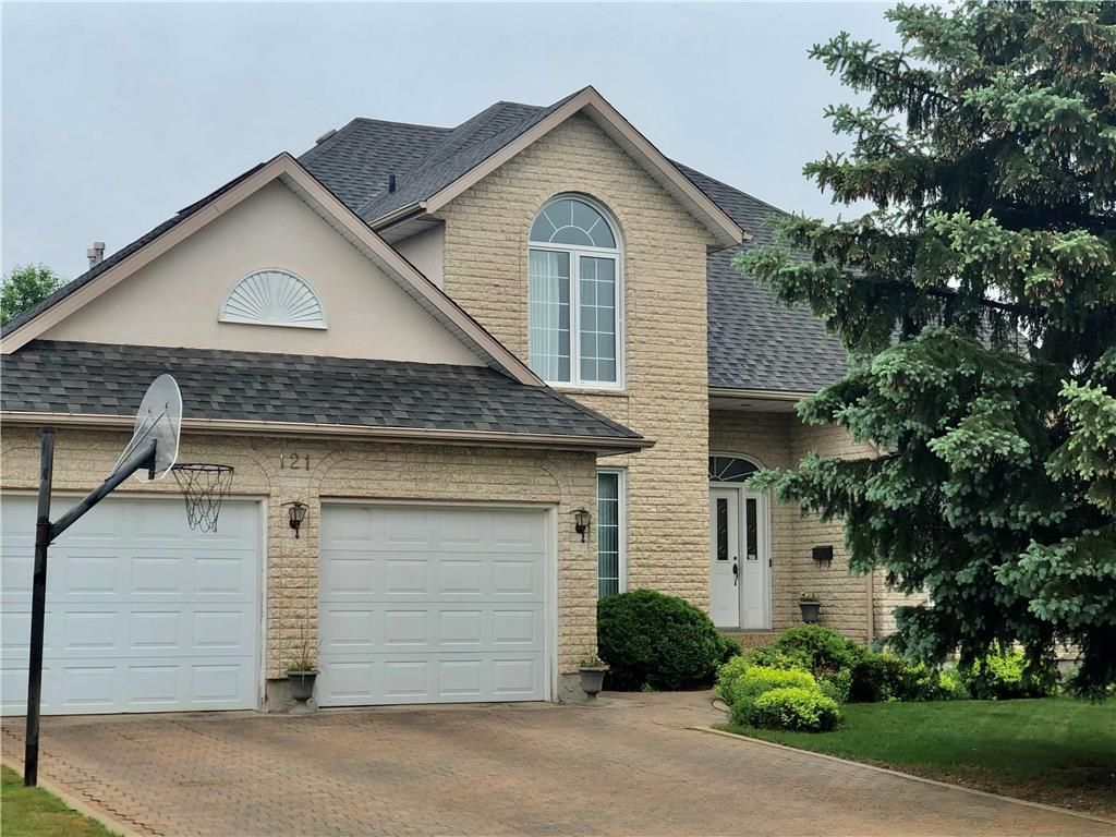 Main Photo: 121 Waterloo Crescent in Brandon: Waverly Residential for sale (B09)  : MLS®# 202114503