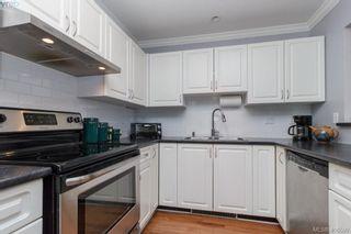 Photo 2: 202 1536 Hillside Ave in VICTORIA: Vi Oaklands Condo for sale (Victoria)  : MLS®# 808123