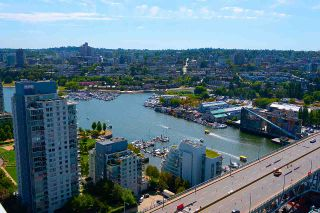 "Photo 15: 3703 1480 HOWE Street in Vancouver: Yaletown Condo for sale in ""Vancouver House"" (Vancouver West)  : MLS®# R2527999"