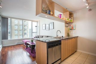 """Photo 3: 2006 1010 RICHARDS Street in Vancouver: Yaletown Condo for sale in """"The Gallery"""" (Vancouver West)  : MLS®# R2252672"""
