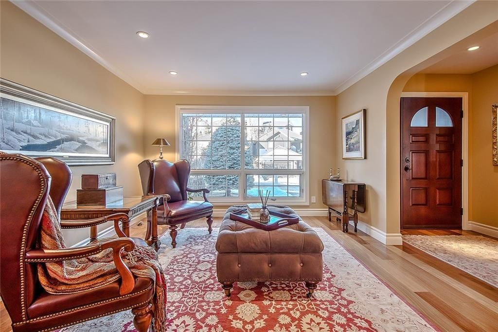 Photo 3: Photos: 153 SIGNATURE Close SW in Calgary: Signal Hill Detached for sale : MLS®# C4283177