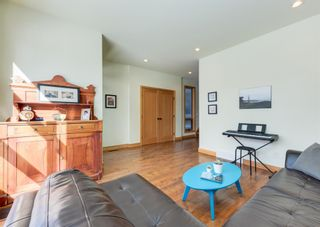 Photo 6: 3322 41 Street SW in Calgary: Glenbrook Detached for sale : MLS®# A1069634