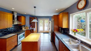 "Photo 6: 7858 LOHN Road in Halfmoon Bay: Halfmn Bay Secret Cv Redroofs House for sale in ""WELCOME WOODS"" (Sunshine Coast)  : MLS®# R2533646"