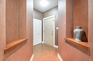 Photo 2: 302 2601 WHITELEY Court in North Vancouver: Lynn Valley Condo for sale : MLS®# R2386833