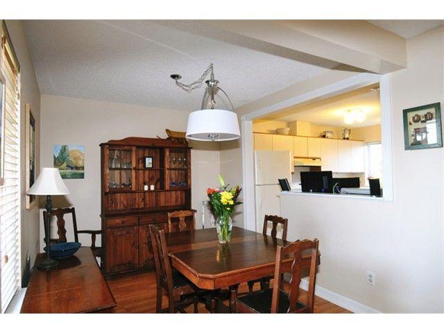 "Photo 3: Photos: # 207 20675 118TH AV in Maple Ridge: Southwest Maple Ridge Townhouse for sale in ""ARBOR WYNDE"" : MLS®# V1043404"