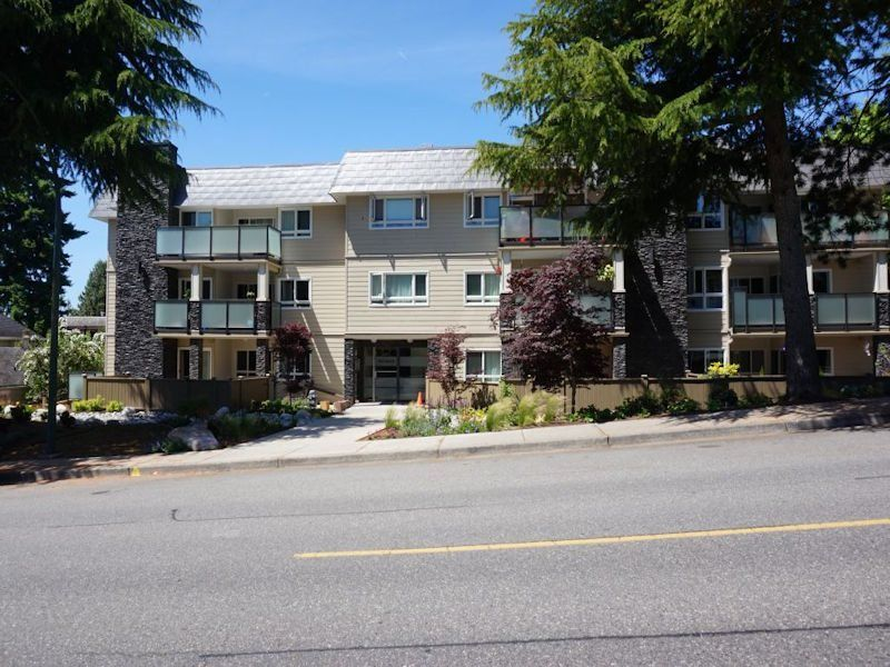 """Main Photo: 206 1371 FOSTER Street: White Rock Condo for sale in """"KENT MANOR"""" (South Surrey White Rock)  : MLS®# R2529801"""