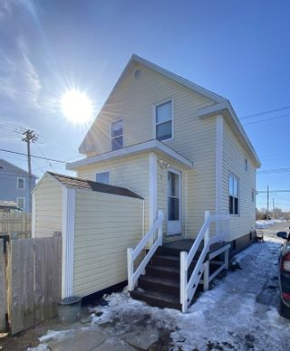 Photo 2: 604 King Street in New Waterford: 204-New Waterford Residential for sale (Cape Breton)  : MLS®# 202104281