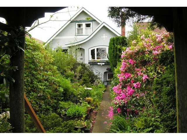 Main Photo: 2855 CAMBRIDGE Street in Vancouver: Hastings East House for sale (Vancouver East)  : MLS®# V832071