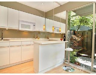 "Photo 3: 401 235 KEITH Road in West_Vancouver: Cedardale Condo for sale in ""SPURAWAY GARDENS"" (West Vancouver)  : MLS®# V745651"