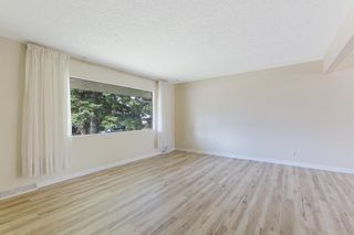 Photo 8: 2604 CHEROKEE Drive NW in Calgary: Charleswood Detached for sale : MLS®# A1019102