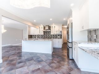 """Photo 12: 8740 213 Street in Langley: Walnut Grove House for sale in """"Forest Hills"""" : MLS®# R2595638"""