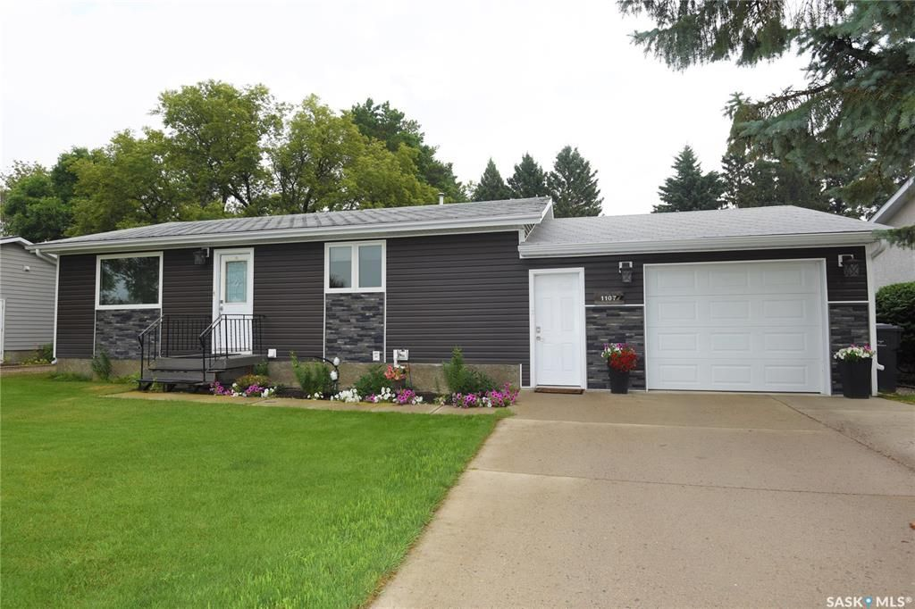 Main Photo: 1107 Centre Street in Nipawin: Residential for sale : MLS®# SK865816