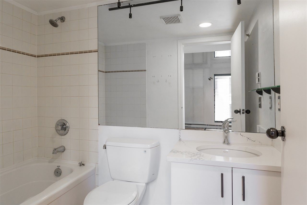 """Photo 8: Photos: 411 22 E CORDOVA Street in Vancouver: Downtown VE Condo for sale in """"Van Horne"""" (Vancouver East)  : MLS®# R2547163"""
