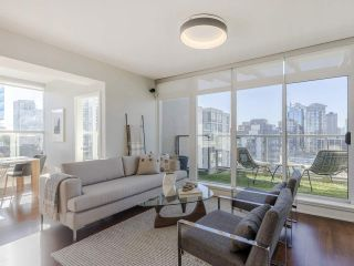 """Photo 3: 2001 1055 RICHARDS Street in Vancouver: Downtown VW Condo for sale in """"Donovan"""" (Vancouver West)  : MLS®# R2555936"""