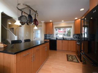 Photo 5: 900 Cavalcade Terr in Langford: La Florence Lake House for sale : MLS®# 857526