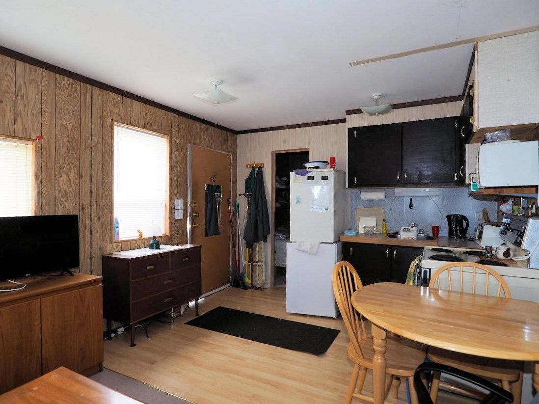 Photo 6: Photos: 6973 INMAN Road in Lone Butte: Lone Butte/Green Lk/Watch Lk House for sale (100 Mile House (Zone 10))  : MLS®# R2409054